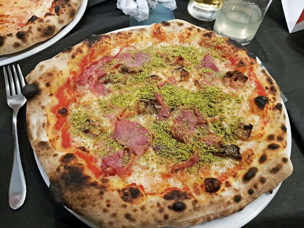 pizza con pistacchio bronte