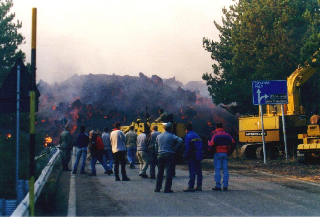 eruzione 2002 lava strada
