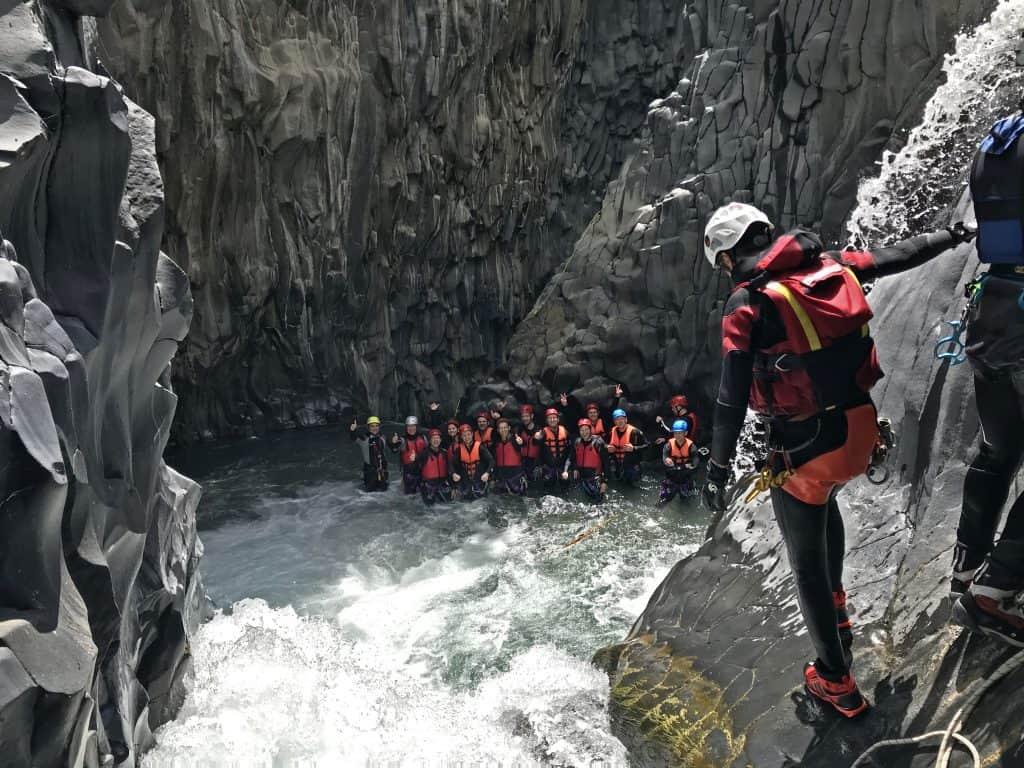 canyoning dentro alcantara fiume