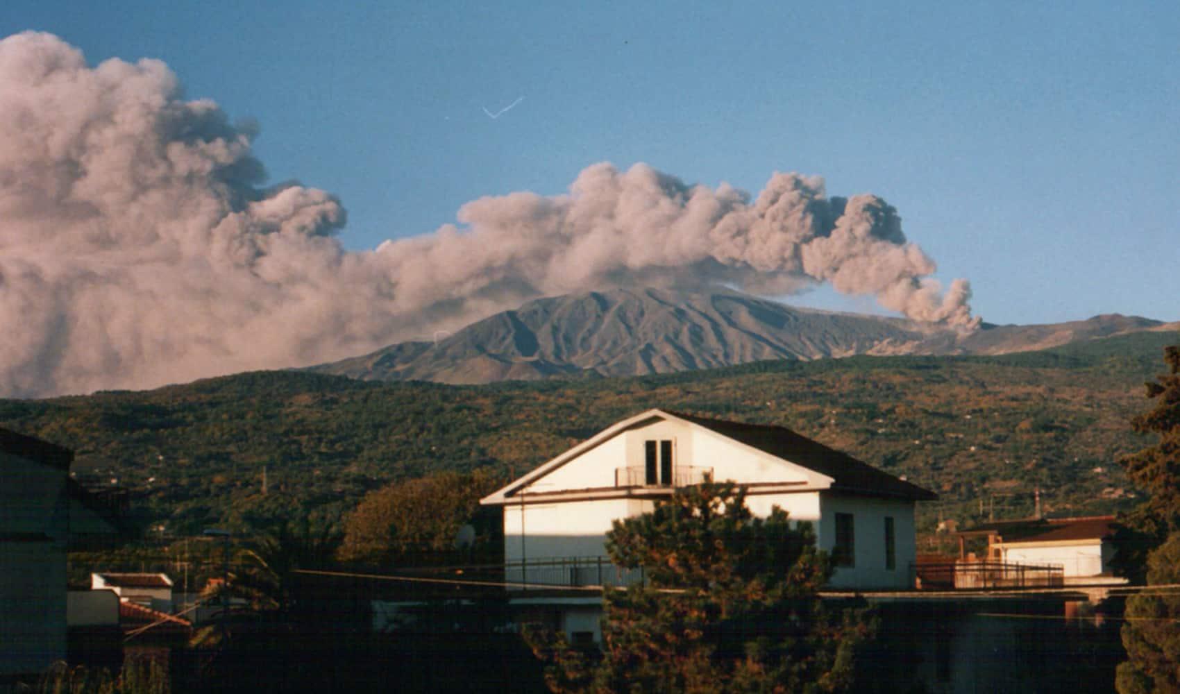 cratere eruzione 2002 piano provenzana storia