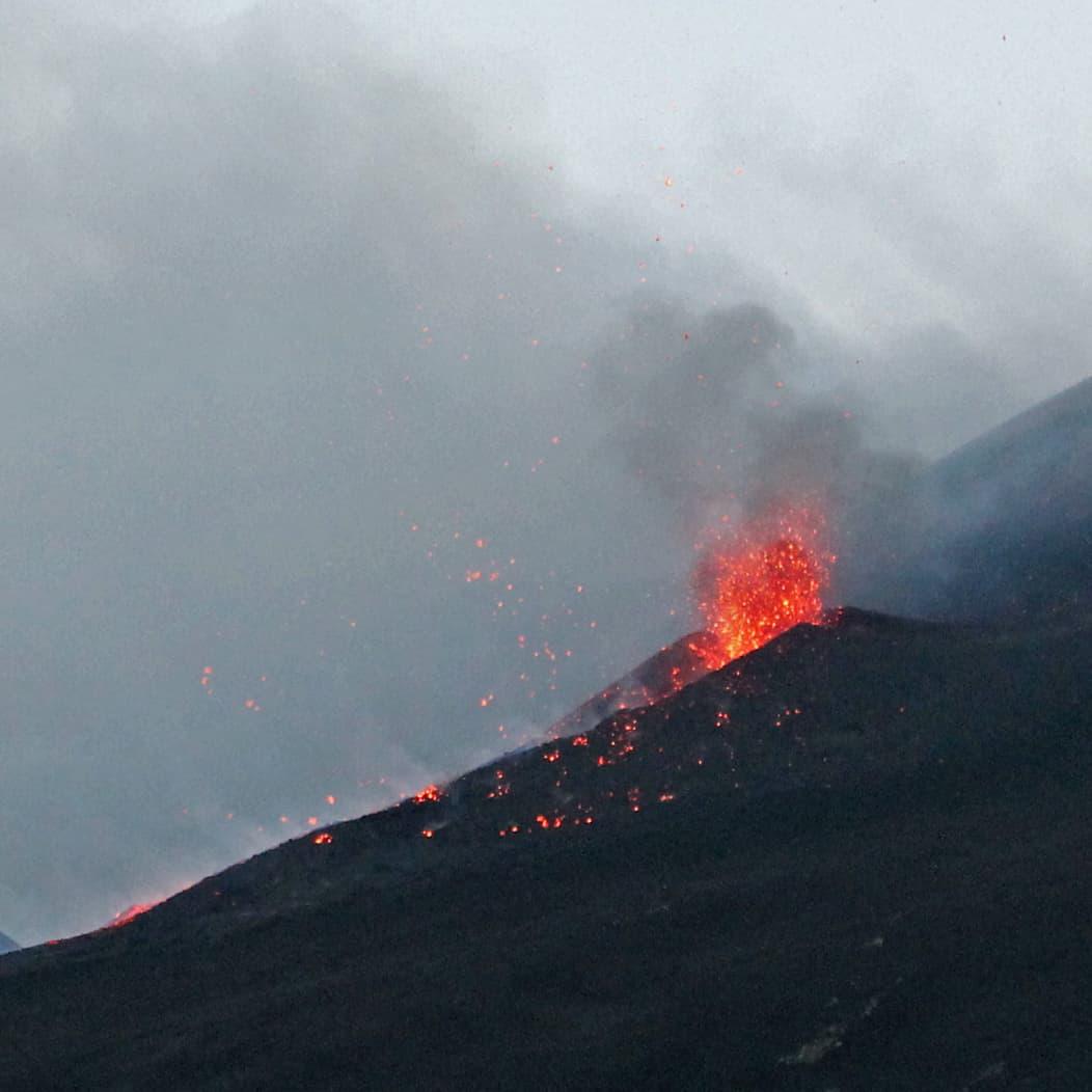 eruzione etna lava