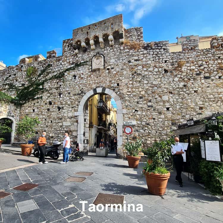 taormina citta sicilia