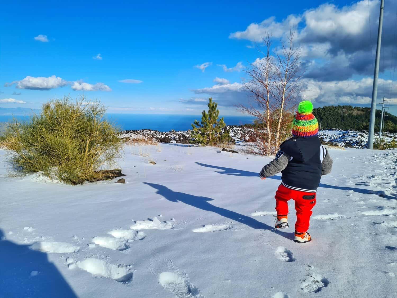 neve marzo 2021 bambino etna